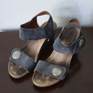 Taos Leather Wedge Sandle Size 40 Blue